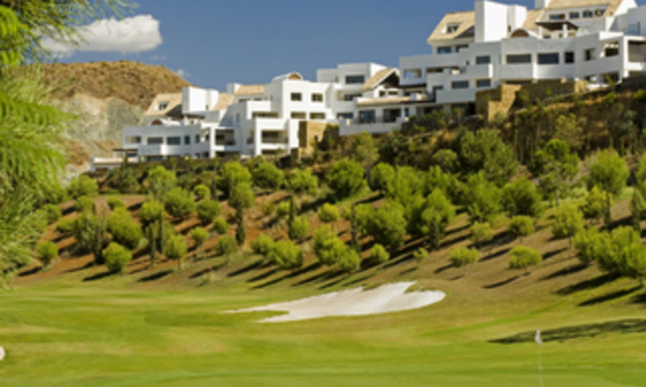 Bargain luxury apartment on 5* golf resort Marbella Benahavis 0
