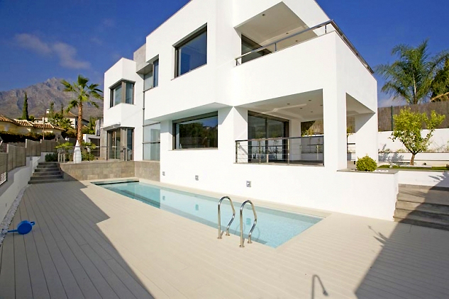New villa for sale on the Golden Mile in Marbella