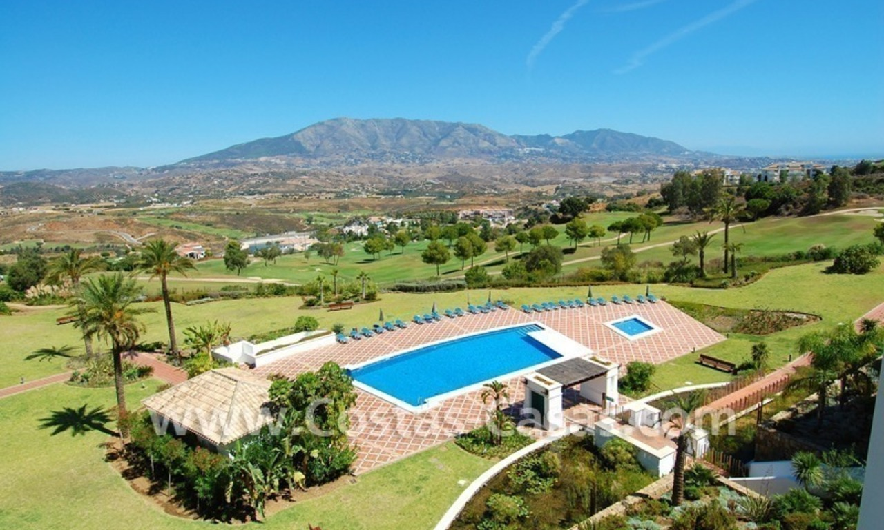 Bargain penthouse apartment for sale on Golf resort in Mijas, Costa del Sol 0