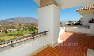 Bargain penthouse apartment for sale on Golf resort in Mijas, Costa del Sol 4