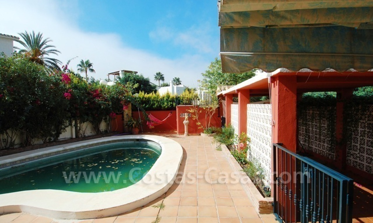 To renovate beachside detached villa for sale in the area of Marbella - Estepona 1