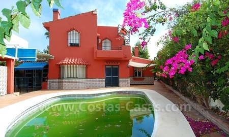 To renovate beachside detached villa for sale in the area of Marbella - Estepona