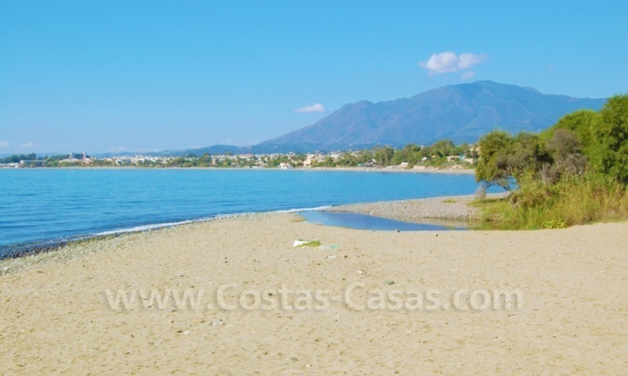 Beachside villa for sale on the New Golden Mile between Marbella and Estepona 28