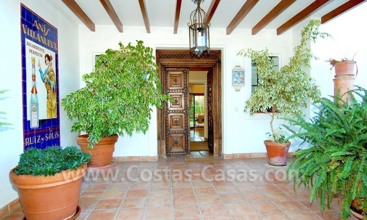 Beachside villa for sale on the New Golden Mile between Marbella and Estepona 8
