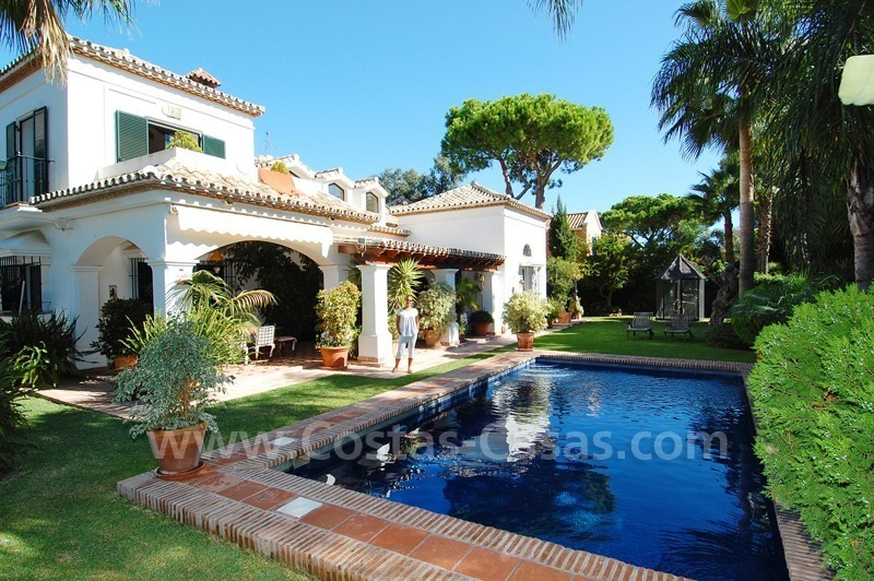 Beachside villa for sale on the New Golden Mile between Marbella and Estepona