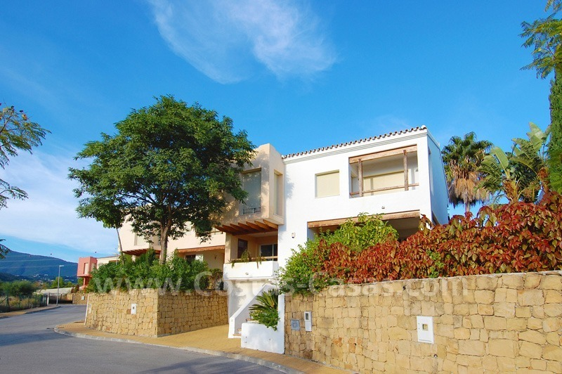 Bargain detached villa for sale in golf area of Marbella – Benahavis