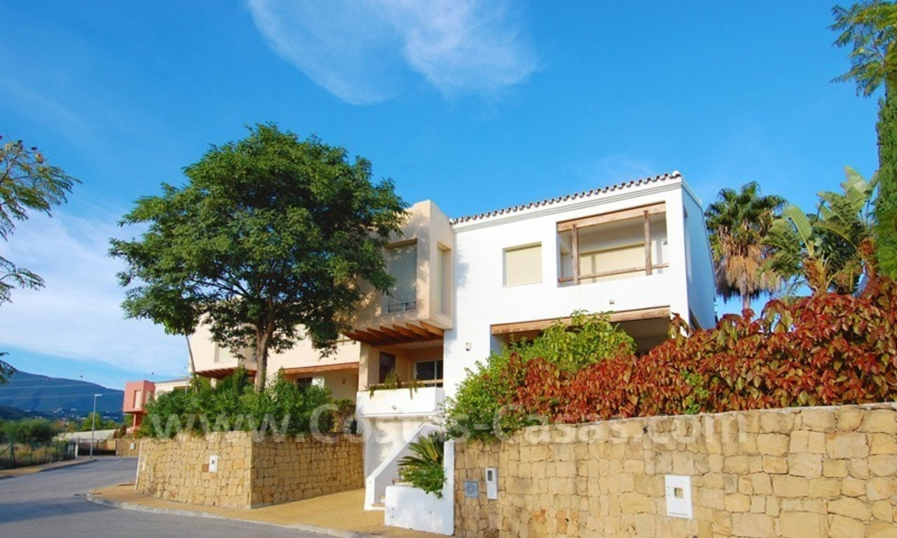 Bargain detached villa for sale in golf area of Marbella – Benahavis 0