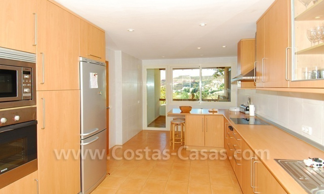 Bargain detached villa for sale in golf area of Marbella – Benahavis 15