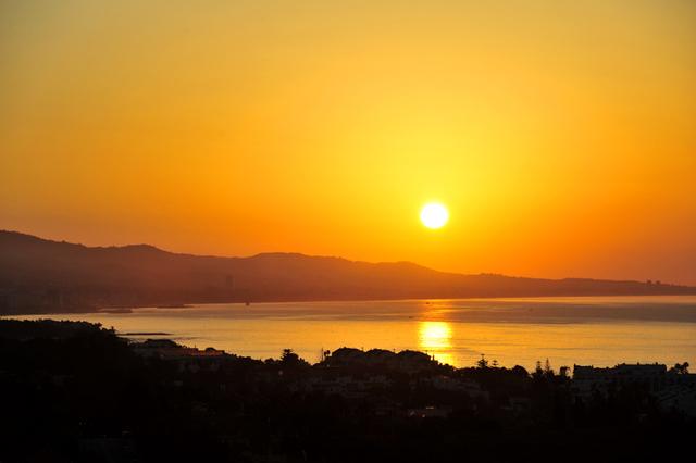 Zonopkomst boven Marbella