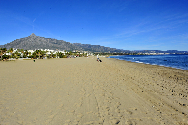 Puerto Banus Marbella oudejaarsdag op het strand