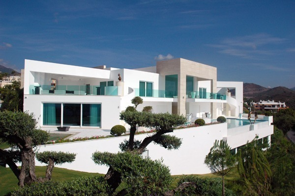 Contemporary villa in Marbella - finished - Costas & Casas