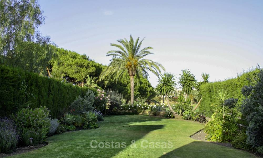 Cozy semi-detached villa for sale on first line golf in Marbella West 14105