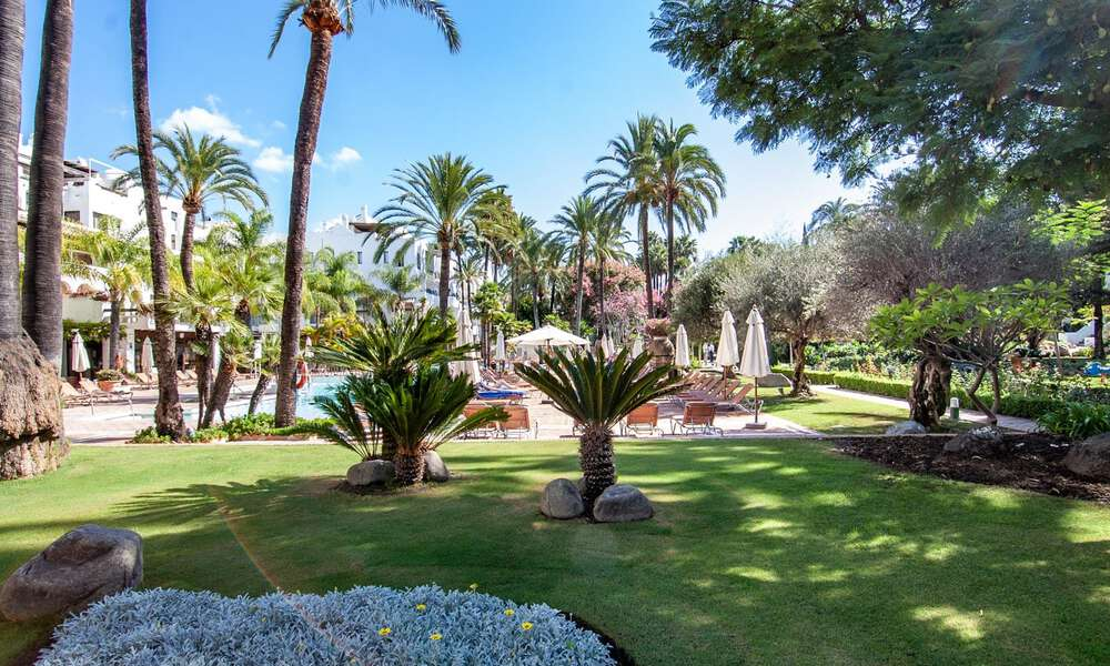 For Sale in Puerto Banús, Marbella: Beachside Apartment Nearby Marina 29831
