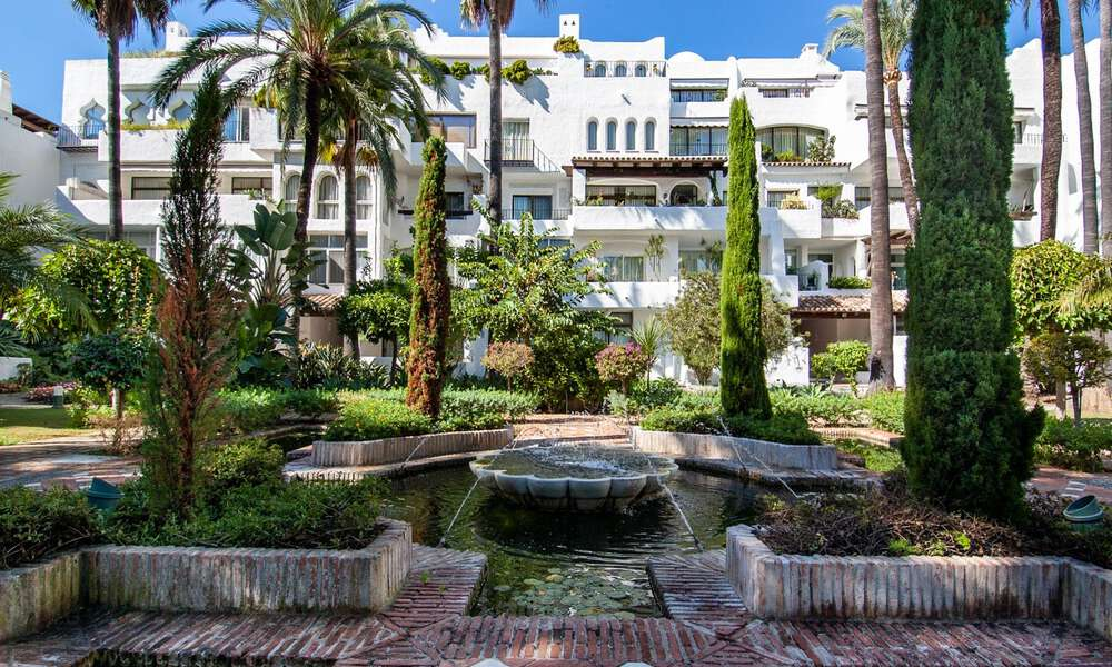 For Sale in Puerto Banús, Marbella: Beachside Apartment Nearby Marina 29834