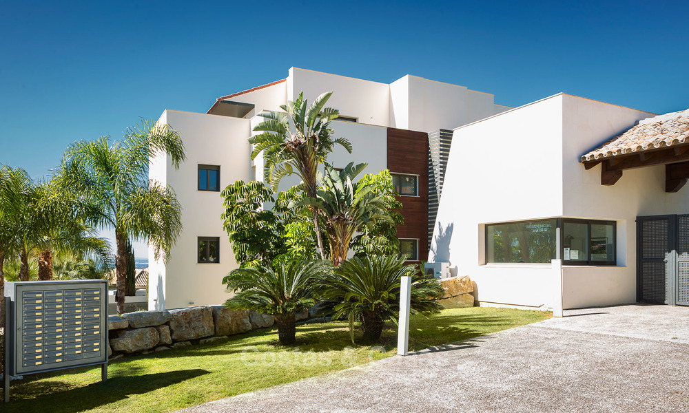 Modern Apartments for sale at 5-Star Golf Resort, New Golden Mile, Marbella - Benahavís. Last units, up to 36% off! 17877
