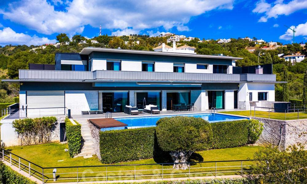 Move in ready! Modern villa for sale with stunning open sea views just east of Marbella centre 32702