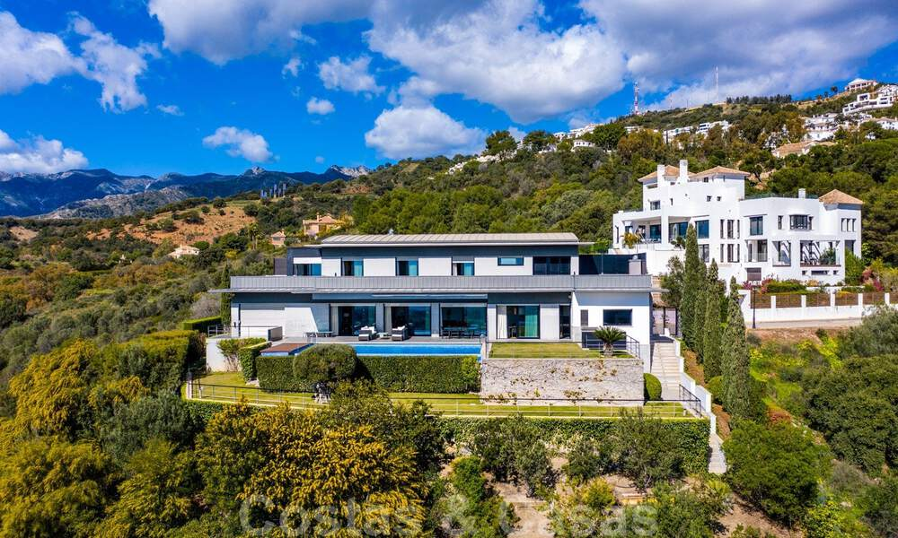 Move in ready! Modern villa for sale with stunning open sea views just east of Marbella centre 32704