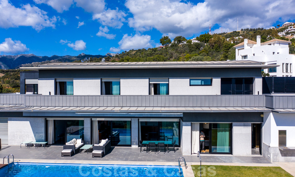 Move in ready! Modern villa for sale with stunning open sea views just east of Marbella centre 32705