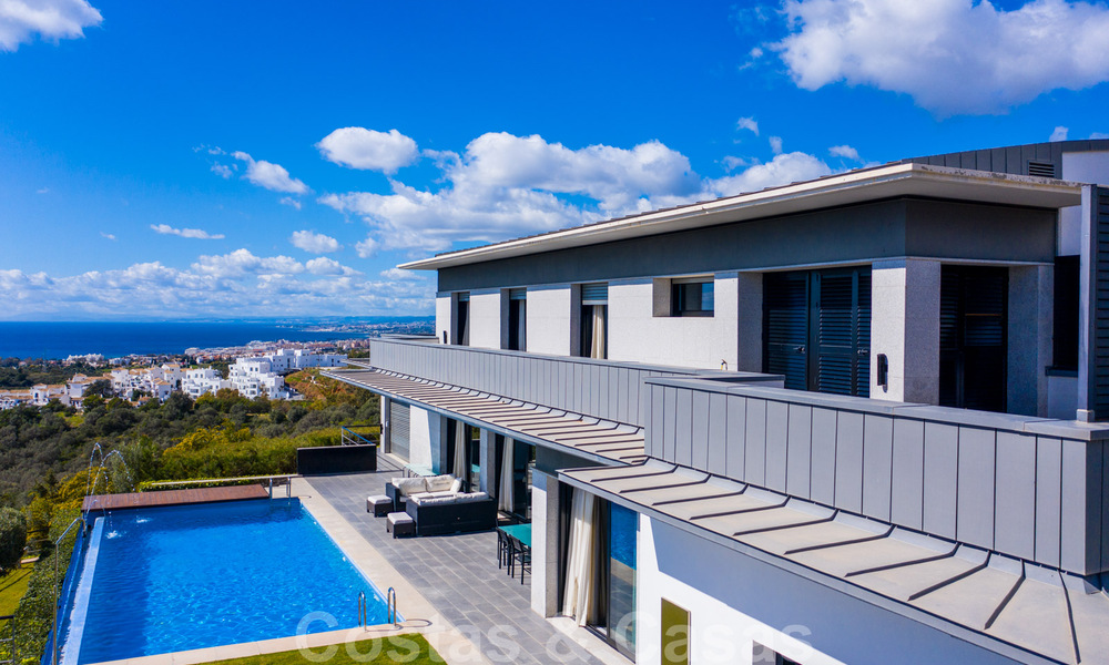 Move in ready! Modern villa for sale with stunning open sea views just east of Marbella centre 32706
