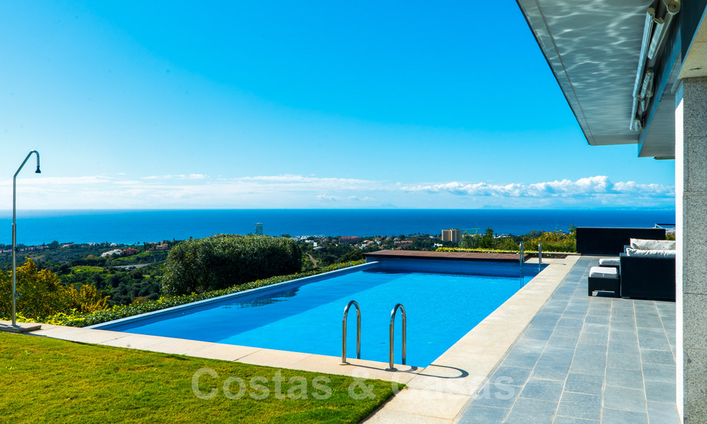 Move in ready! Modern villa for sale with stunning open sea views just east of Marbella centre 32718