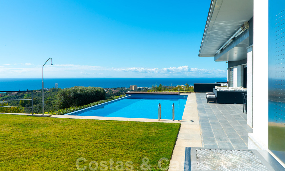 Move in ready! Modern villa for sale with stunning open sea views just east of Marbella centre 32719