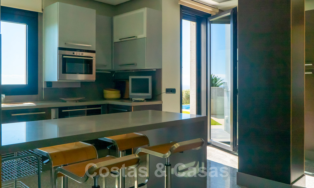 Move in ready! Modern villa for sale with stunning open sea views just east of Marbella centre 32723