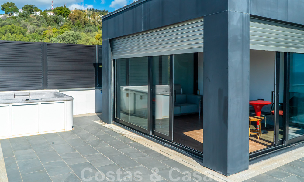 Move in ready! Modern villa for sale with stunning open sea views just east of Marbella centre 32731