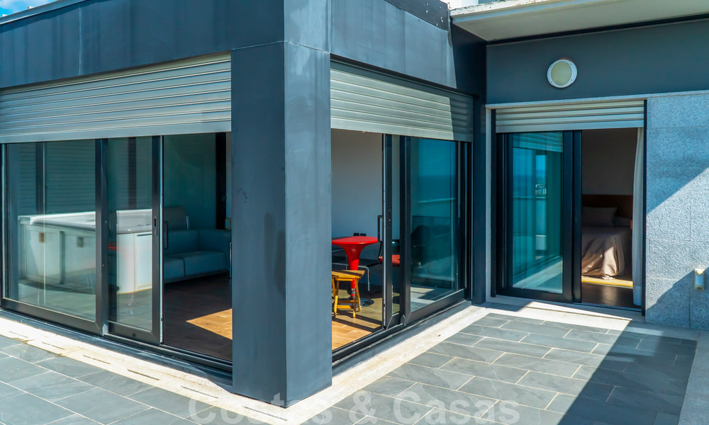 Move in ready! Modern villa for sale with stunning open sea views just east of Marbella centre 32732