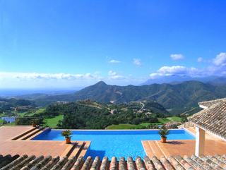 Exclusive villa for sale - Gated resort - Marbella / Benahavis
