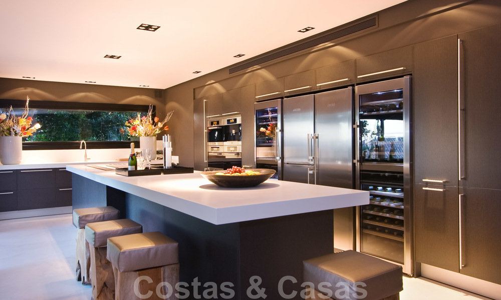 Impressive contemporary luxury villa with guest apartment for sale in the Golf Valley of Nueva Andalucia, Marbella 22598
