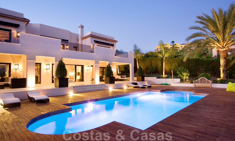 Impressive contemporary luxury villa with guest apartment for sale in the Golf Valley of Nueva Andalucia, Marbella 22604
