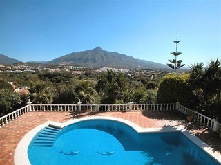 Spacious luxurious villa for sale, at the centre of the Golf valley Nueva Andalucia at Marbella