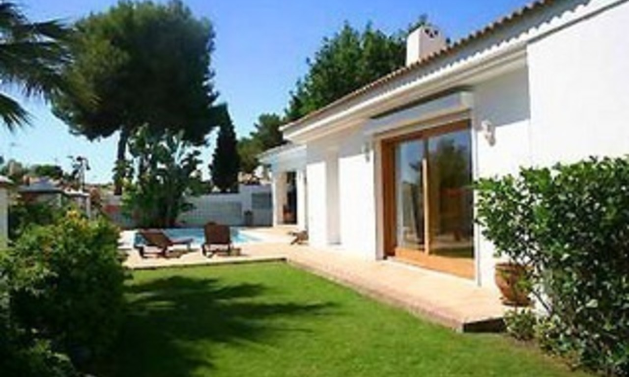 Beachside villa for sale, Los Monteros, Marbella 2