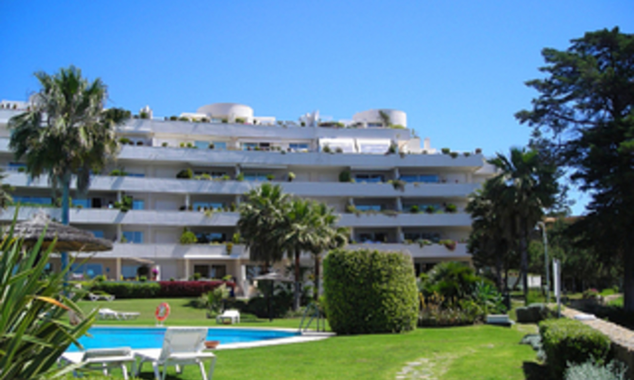Frontline beach apartment for sale, beachfront / first line beach, Marbella - Estepona. 4