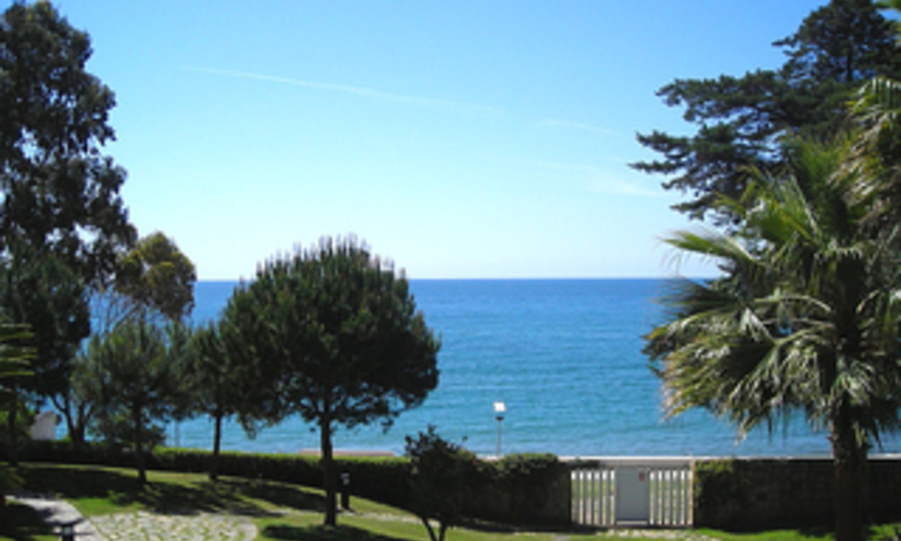Frontline beach apartment for sale, beachfront / first line beach, Marbella - Estepona. 0