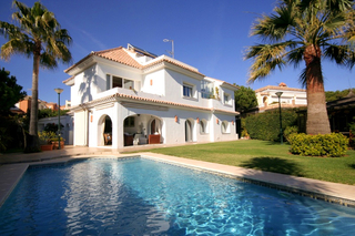 Second line beach villa for sale, toplocation Marbella East.