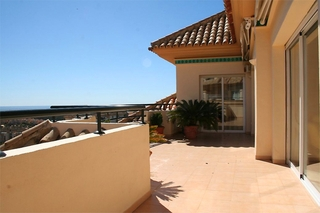 Penthouse and apartment for sale in Elviria, Marbella 2