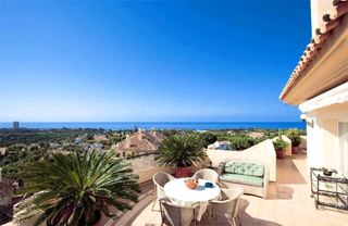 Penthouse and apartment for sale in Elviria, Marbella