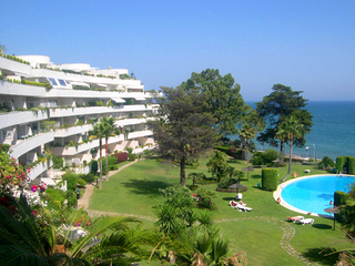 Frontline beach apartment to buy, Sea and beachfront complex, first line beach, New Golden Mile, Marbella - Estepona.