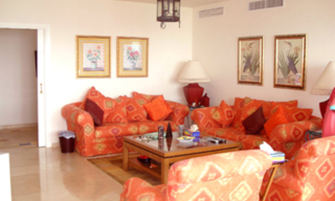 Frontline beach apartment to buy, Sea and beachfront complex, first line beach, New Golden Mile, Marbella - Estepona. 3