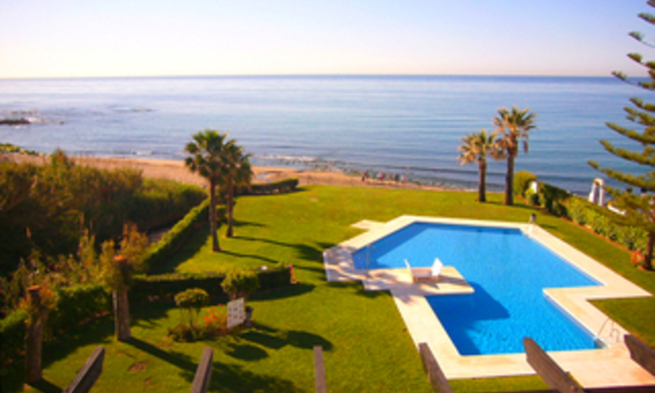 Bargain: Beachfront penthouse apartment for sale, on the border between Marbella and Mijas at the Costa del Sol. 0