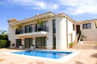 Frontline golf villa for sale in Marbella - Costa del Sol