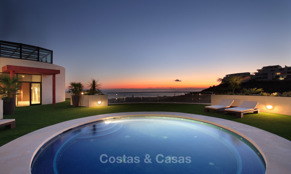 For Sale: Modern Luxury Apartment in Marbella with spectacular sea view 27405