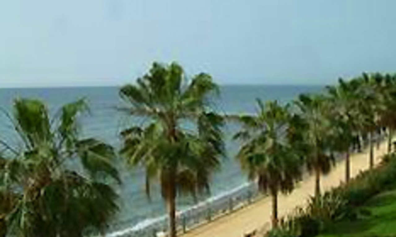 Beachfront apartment for sale, centre Marbella 2