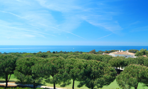 Frontline golf apartment with sea view for sale in Cabopino - Marbella - Costa del Sol