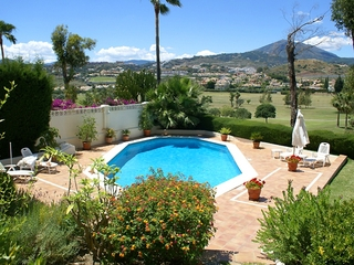 Frontline golf villa for sale in Nueva Andalucia at Marbella 3
