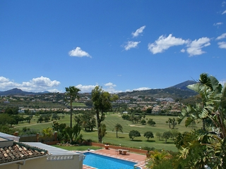 Frontline golf villa for sale in Nueva Andalucia at Marbella 1