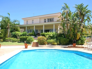 Frontline golf villa for sale in Nueva Andalucia at Marbella 2