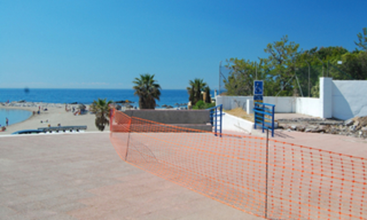Beachside apartment for sale, 2nd line beach, Puerto Banus - Marbella 17