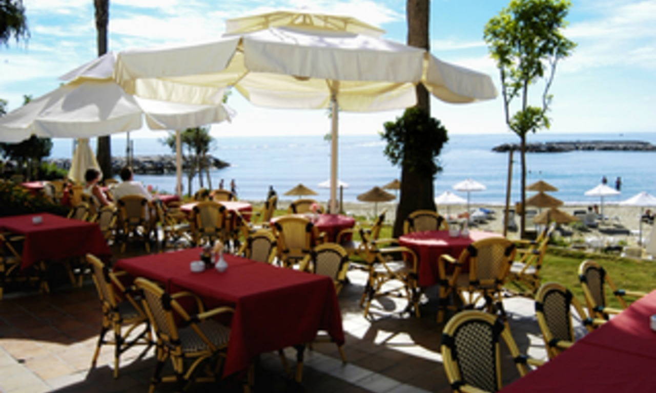 Beachside apartment for sale, 2nd line beach, Puerto Banus - Marbella 21